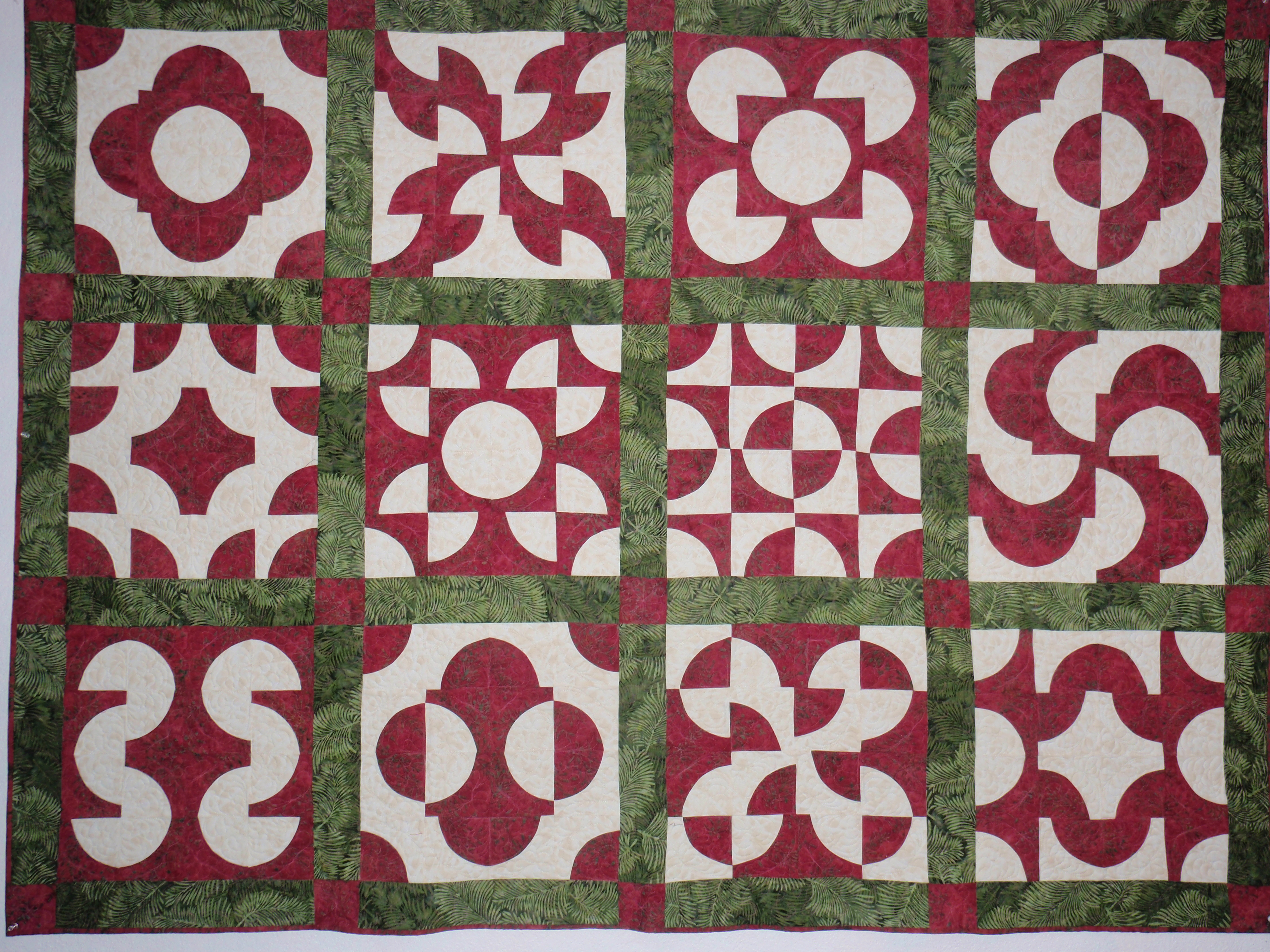 Quilting Template Drunkard S Path : Red and green drunkard s path quilt. Crystal Vision Quilting